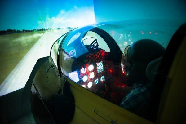 Полет на симуляторе истребителя МиГ