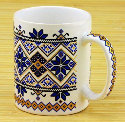 Чашка с украинским орнаментом (белая/синяя)
