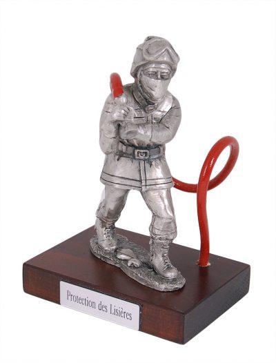 Оловянная статуэтка пожарного