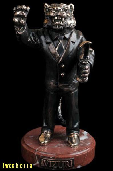 Бронзовая статуэтка в виде льва