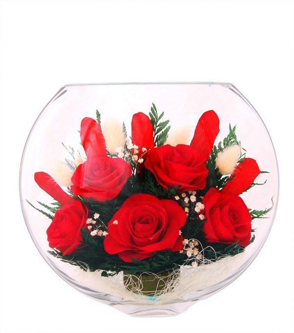 Букет красных роз в стекле