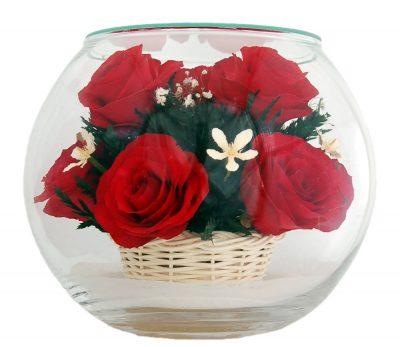 Букет красных роз в вакууме