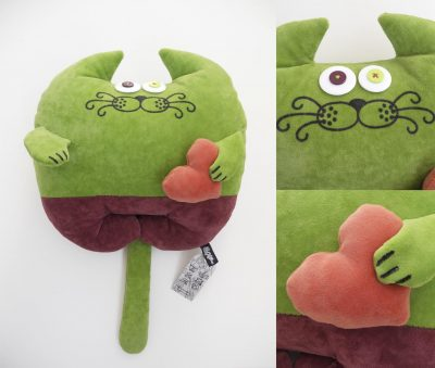 Дизайнерская игрушка-подушка «Кот с сердцем»
