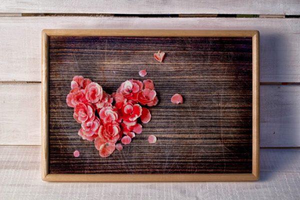 Поднос на подушке «Цветочное сердце»