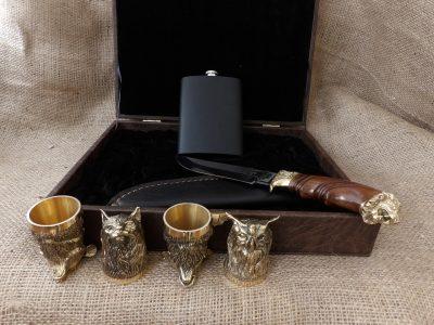 Набор: 4 чарки «Охотничьи» с ножом и флягой