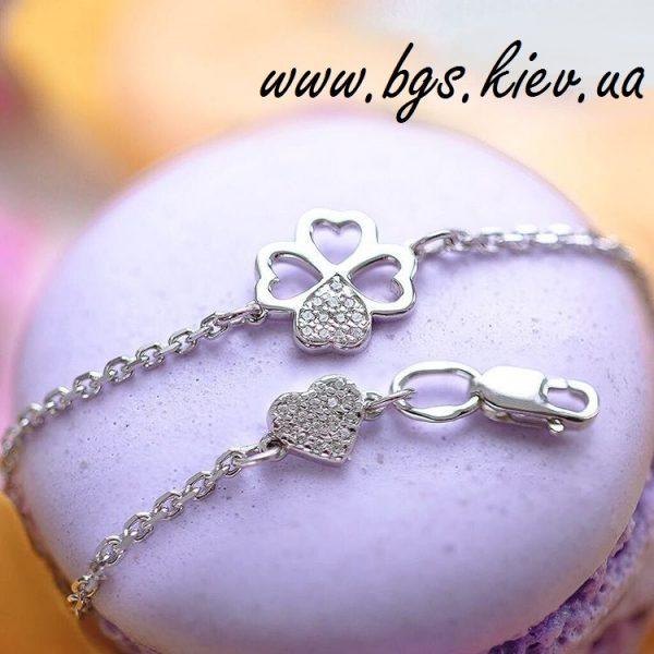 Золотой браслет с подвесками «Четырехлистник» с камнями