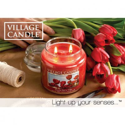 Свеча ароматическая Village Candle «Алые Тюльпаны»