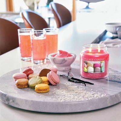 Свеча ароматическая Village Candle «Французский макарон»