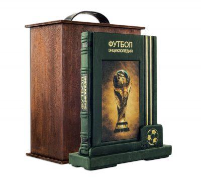 Подарочное издание «Футбол. Самая полная энциклопедия» на подставке