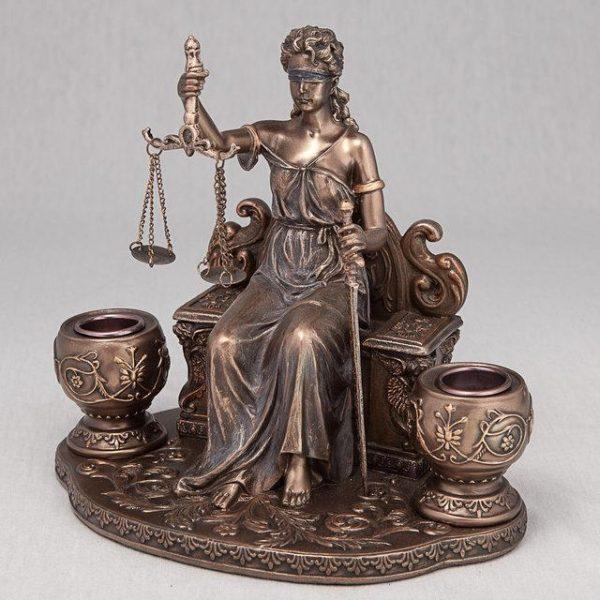 Статуэтка «Фемида на троне» с подсвечниками