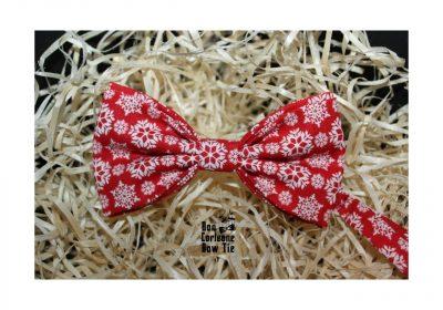 Галстук-бабочка «Красная со снежинками»