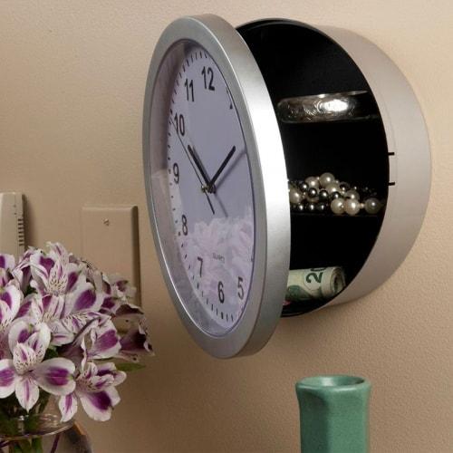 Настенные часы с тайником для хранения ценных вещей