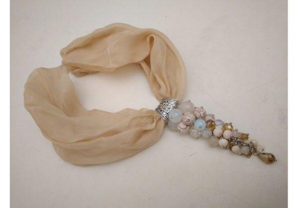 Шелковое ожерелье с интересным подвесом