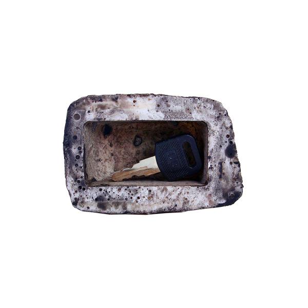 Тайник в виде камня для ключей от дома