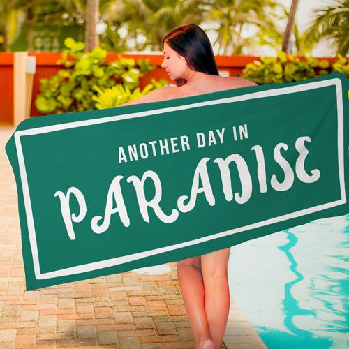 Полотенце большое с принтом «Another day in paradise»