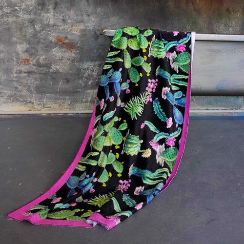Полотенце большое с принтом «Кактусы»