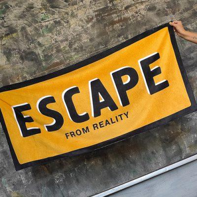 Полотенце большое с принтом «Escape from reality»