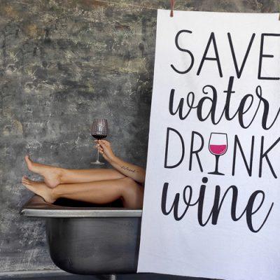 Полотенце большое с принтом «Save water drink wine»