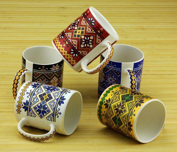 Чашка с украинским орнаментом (красная)
