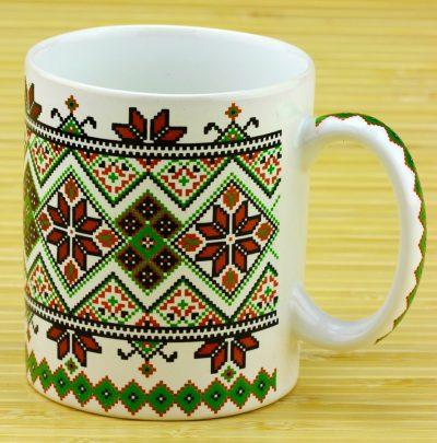 Чашка с украинским орнаментом (белая/зеленая)
