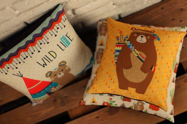 Подушка с принтом 40х40 см «Мишка индеец»