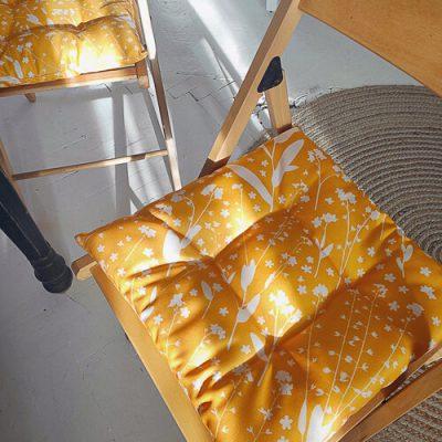 Подушка на стул с завязками «Белые цветочки»