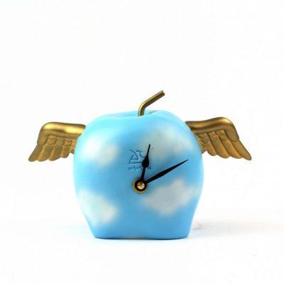Часы настольные «Крылатое яблоко»