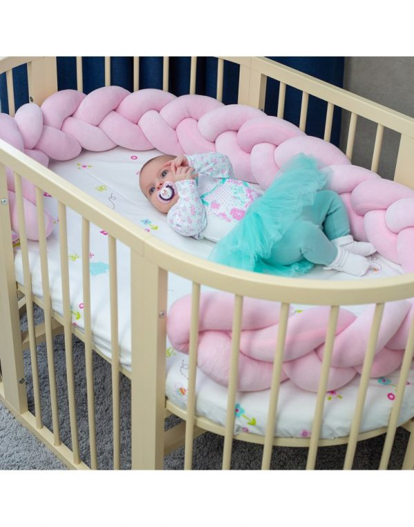Бортик в кроватку  «Косичка» нежно-розовый