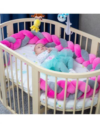 Бортик в кроватку  «Косичка» розово-серый