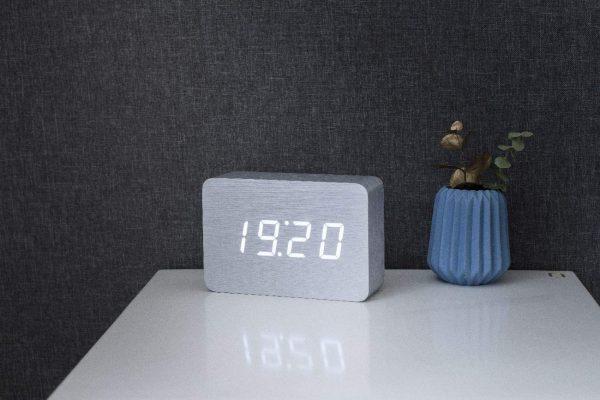 "Смарт-будильник с термометром ""BRICK"", белый алюминий"