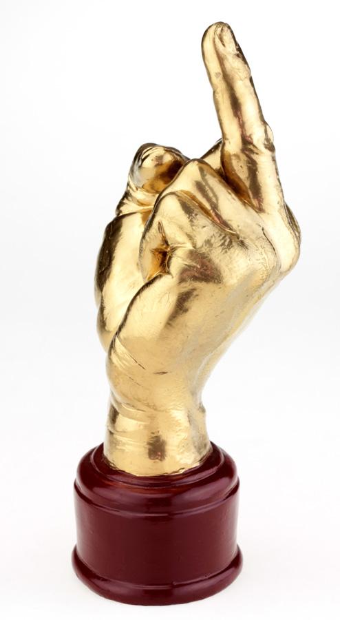 Кубок Рука «Fuck» золотой