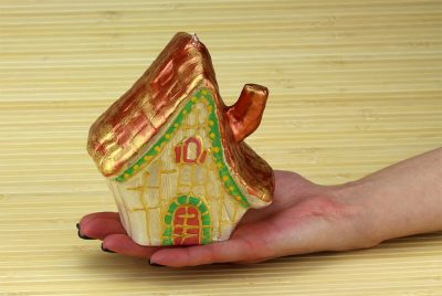 Свеча «домик хатинка»