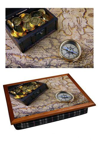 Поднос на подушке «Сундук с золотом и компас»